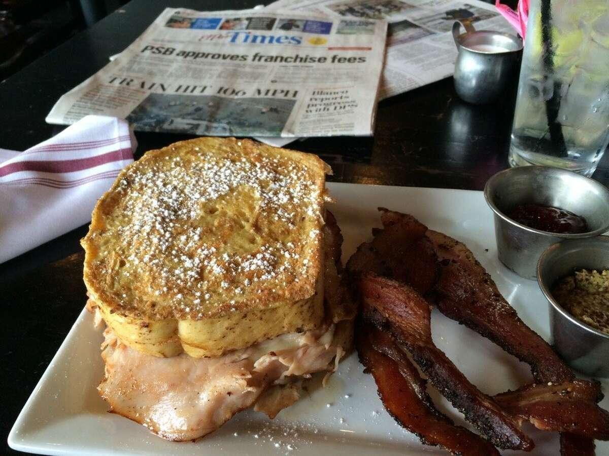 Crave Kitchen and Bar, El Paso 300 Cincinnati AveReview: