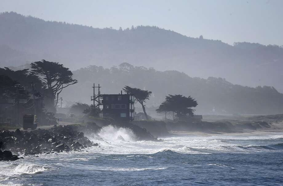 Waves crash onto the shoreline in Half Moon Bay. Photo: Paul Chinn, The Chronicle
