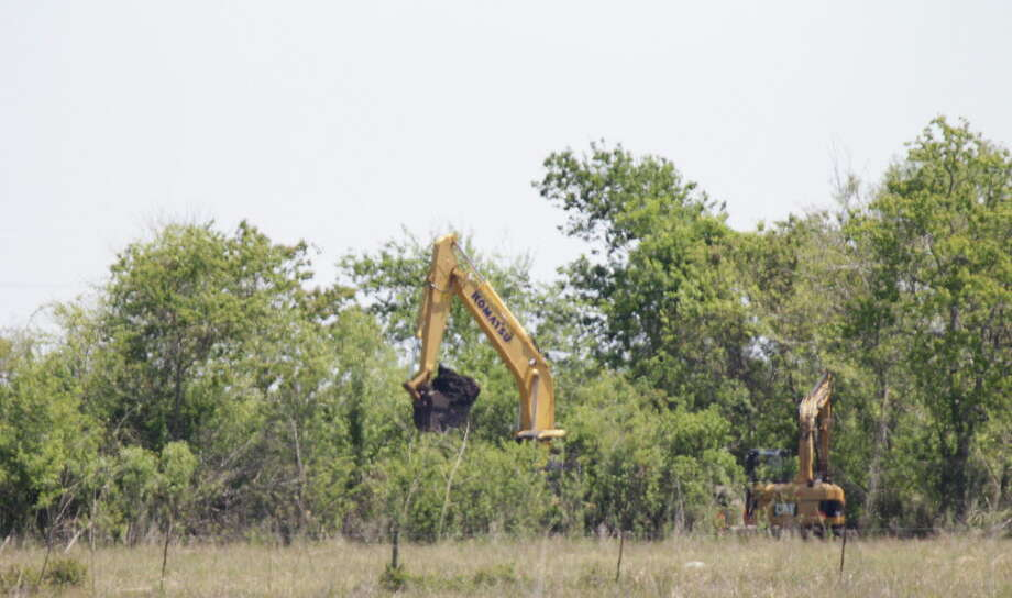 Possible human remains have been found at a dig site in Brazoria County where authorities have been searching for clues in the disappearance Kelli Cox Tuesday, April 5, 2016, in Houston. Photo: Steve Gonzales, Houston Chronicle / © 2016 Houston Chronicle