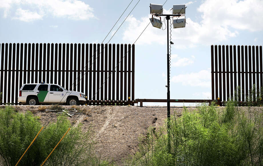 A U.S. Customs and Border Protection vehicle is positioned along the border wall near the Hidalgo Bridge in the Rio Grande Valley, on Thursday June 27, 2013. Photo: Bob Owen, Staff / San Antonio Express-News / © 2012 San Antonio Express-News