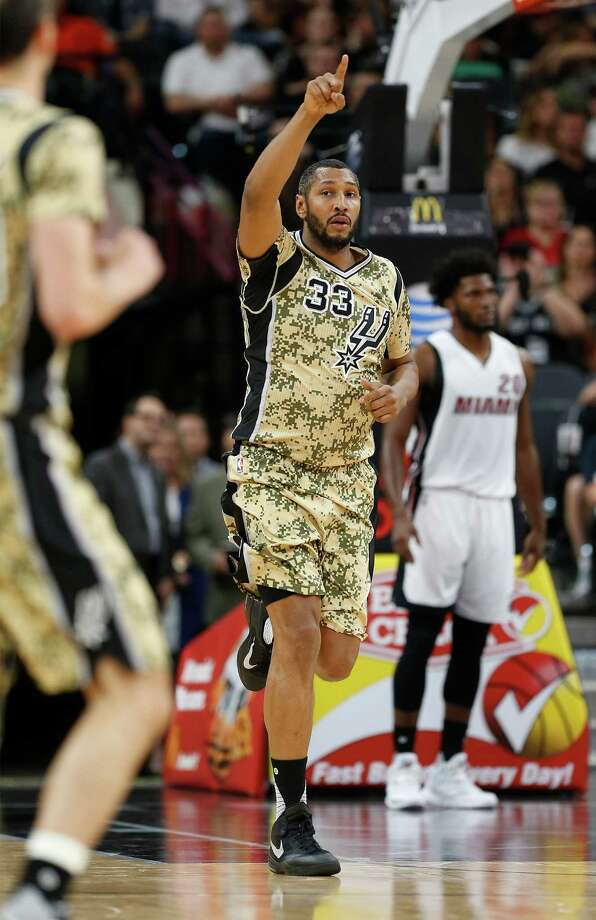 Spurs' Boris Diaw acknowledges an assist against the Miami Heat at the AT&T Center on March 23, 2016. Photo: Kin Man Hui /San Antonio Express-News / ©2016 San Antonio Express-News