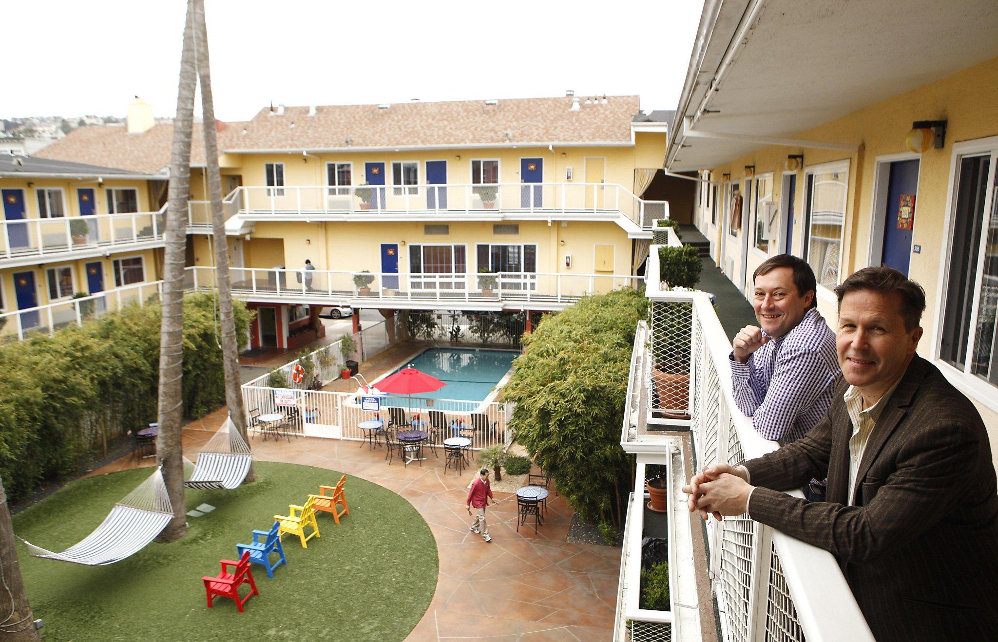Startup art fair returns to s f s hotel del sol san for Hotel del sol