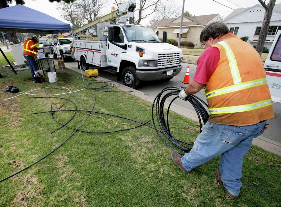 A fiber-optic technician with Verizon Communications strings cable in 2007 in Long Beach, Calif. Beginning April 1, 2016, Norwalk, Conn.-based Frontier Communications has been beset by complaints from customers in Los Angeles and other parts of California, as well as portions of Florida and Texas over glitches and customer service issues following its acquisition of Verizon territories in those states. Photographer: Tim Rue/Bloomberg News. Photo: TIM RUE / BLOOMBERG NEWS
