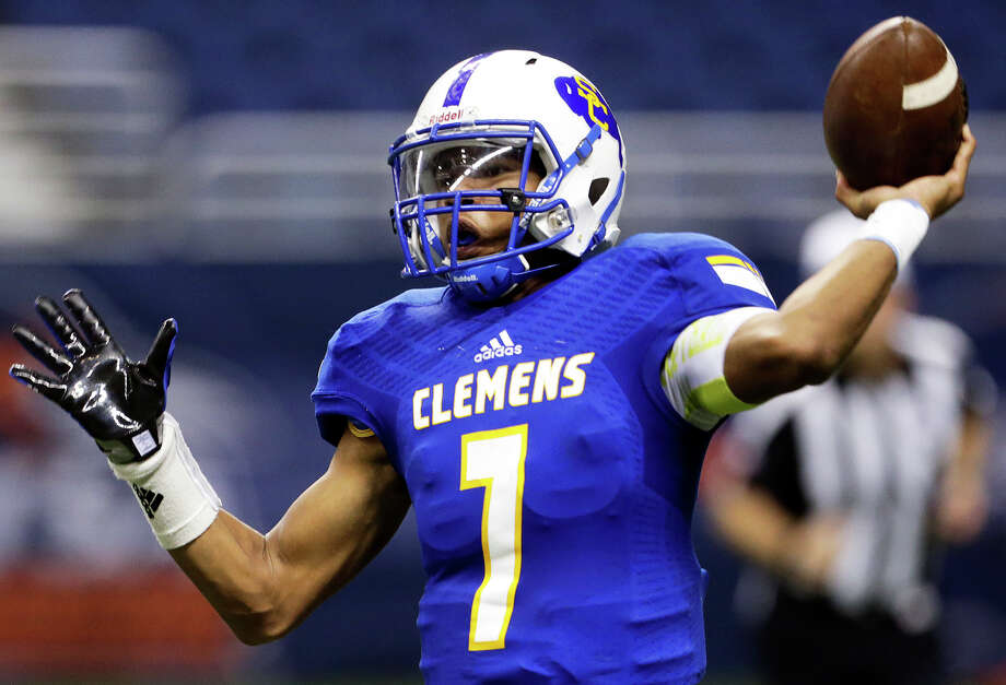 Buffaloes quarterback Frank Harris throws in the second quarter as Clemens plays Brandeis in the second round of the 6A Division II playoffs on Nov. 20, 2015. Photo: Tom Reel /San Antonio Express-News / 2015 SAN ANTONIO EXPRESS-NEWS