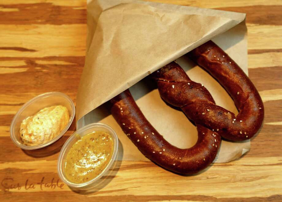Loop Artesan Pretzel: A German-style pretzel served with lager mustard dipping sauce and an artisan three-cheese dipping sauce. Hoffman's favorite. Photo: Karen Warren, Staff / © 2016  Houston Chronicle