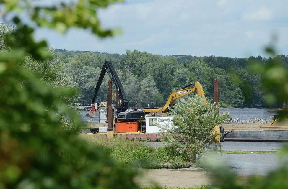 Work on General Electric?'s PCB remediation in the upper Hudson River takes place near Lock 2 just south of Mechanicville Thursday afternoon, Aug. 20, 2015, in Halfmoon, N.Y. (Will Waldron/Times Union archive)