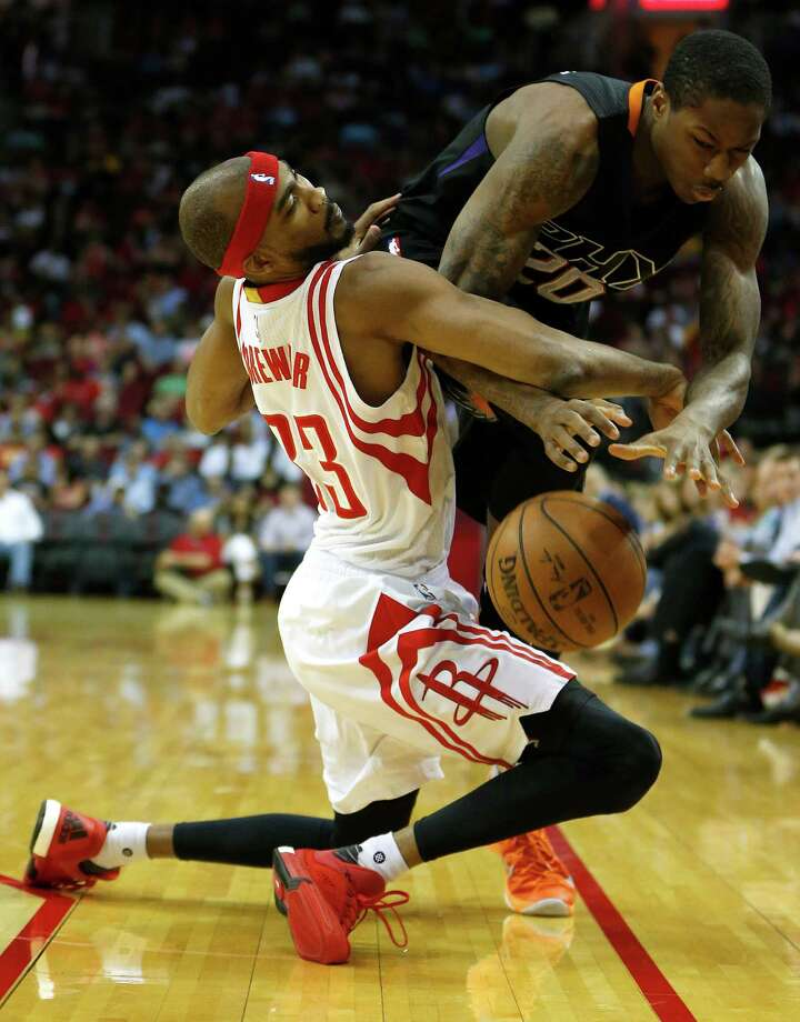 Desperately needing a win, Corey Brewer (33) and the Rockets saw themselves run over by Archie Goodwin and the Suns during the fourth quarter of a backbreaking loss Thursday at Toyota Center. Photo: Karen Warren, Houston Chronicle / © 2016  Houston Chronicle