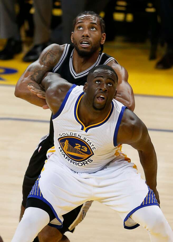 Golden State Warriors' Draymond Green and San Antonio Spurs' Kawhi Leonard vie for rebound position in 4th quarter of Warriors' 112-101 win during NBA game at Oracle Arena in Oakland, Calif., on Thursday, April 7, 2016. Photo: Scott Strazzante, The Chronicle