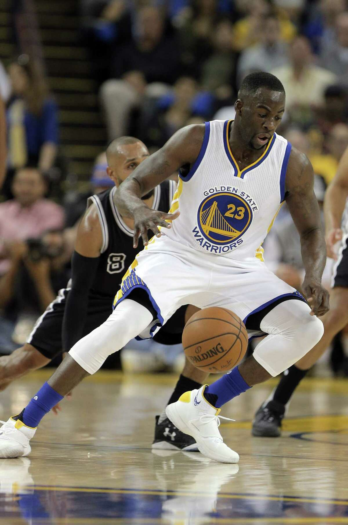 Draymond Green (23) dribbles toward the basket during the first half as the Golden State Warriors played the San Antonio Spurs at Oracle Arena in Oakland Calif., on Thursday, April 7, 2016.