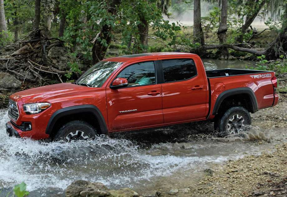 on the road 2016 toyota tacoma trd off road model meets all challenges houston chronicle. Black Bedroom Furniture Sets. Home Design Ideas