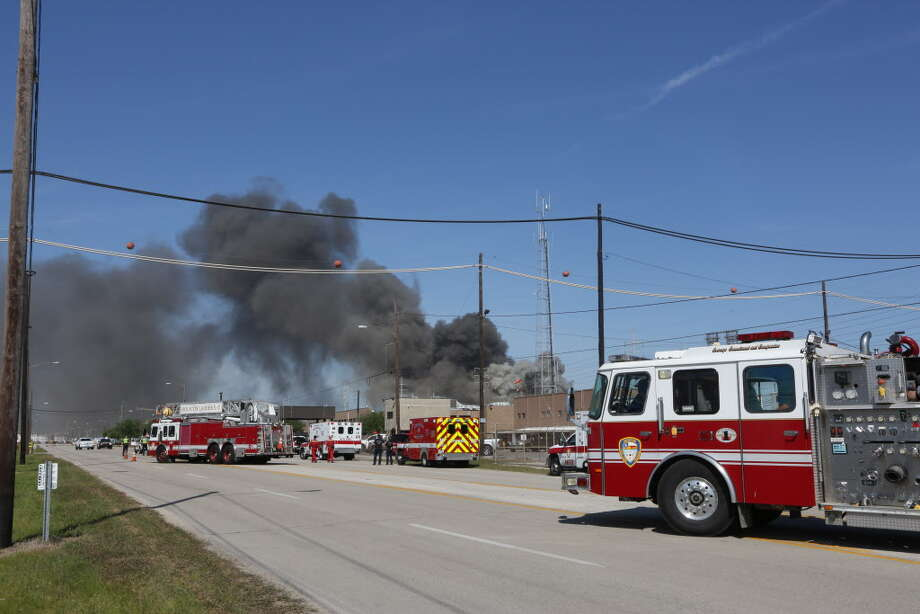 Large chemical fire in the 1200 block of Lawndale Friday, April 8, 2016, in Houston. Photo: Steve Gonzales, Houston Chronicle / © 2016 Houston Chronicle