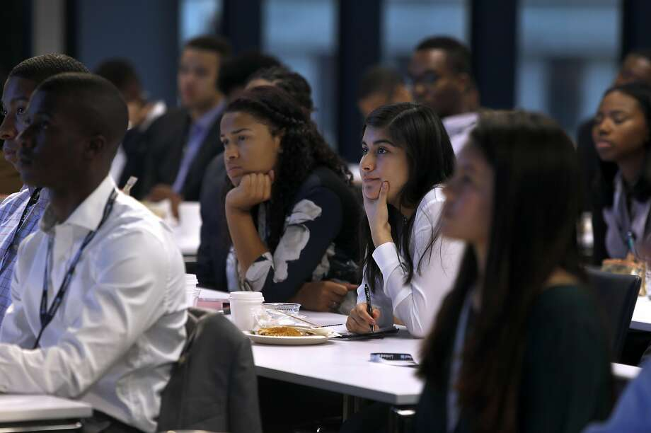 Jamie Coleman (left), a student from Alabama State University, and Northwestern University student Xiomara Contreras attend a Management Leadership for Tomorrow tech boot camp hosted by LinkedIn in San Francisco. Photo: Paul Chinn, The Chronicle