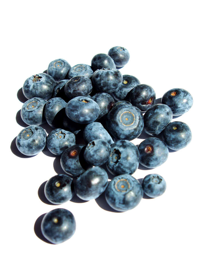 Eating more foods rich in polyphenols, such as blueberries, while pregnant may increase oxygen levels and make offspring age more slowly.