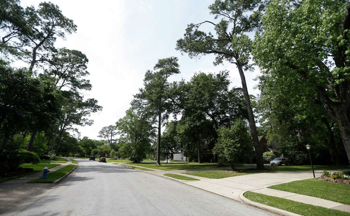 Jurors decided that a house's garage violated the rules but that the owners did not have to comply because similar violations in the neighborhood were not enforced.