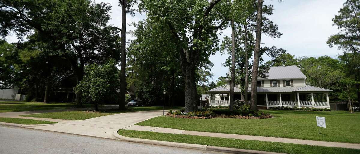 A court case in Garden Oaks began with a dispute over a four-car garage and now after a jury's decision earlier this year questions surround the power of the group who governs the deed restrictions in the neighborhood. Friday, April 8, 2016, in Houston. ( Karen Warren / Houston Chronicle )