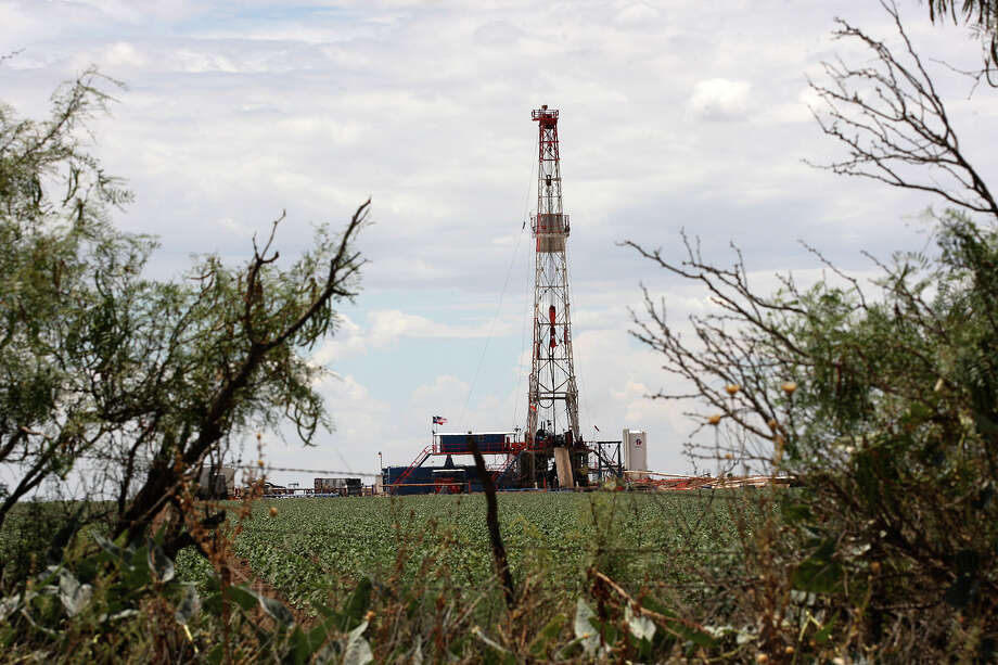FILE PHOTO: In shale fields, oil is locked into layers of rock like water in a sponge. In some — and most notably in the Permian Basin — there can be many distinct layers of oil-soaked rock pancaked together. Those stacks multiply the value of each acre, and landowners should be allowed to lease them separately, says Mark Houser, chief executive officer of University Lands, which manages UT's oil assets. Photo: Express-News File Photo / © 2012 San Antonio Express-News
