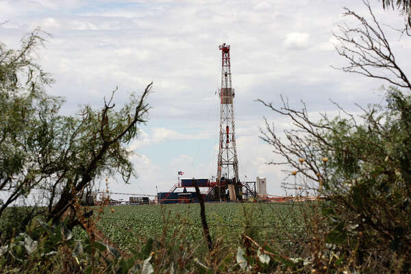 In shale fields, oil is locked into layers of rock like water in a sponge. In some — and most notably in the Permian Basin — there can be many distinct layers of oil-soaked rock pancaked together. Those stacks multiply the value of each acre, and landowners should be allowed to lease them separately, says Mark Houser, chief executive officer of University Lands, which manages UT's oil assets.