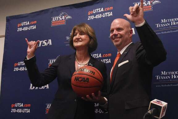 """UTSA men's basketball coach Steve Henson and athletic director Lynn Hickey flash the """"Bird's Up!"""" sign during a press conference on campus on April 8, 2016."""