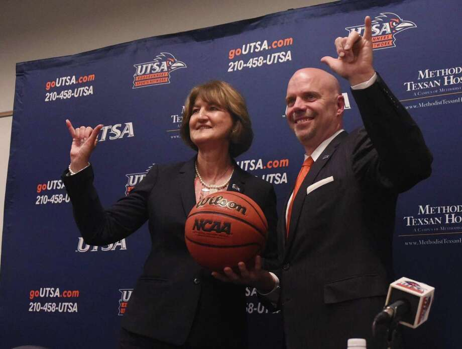 "UTSA basketball coach Steve Henson and athletic director Lynn Hickey flash the ""Bird's Up!"" sign during a press conference at the H-E-B University Center on April 8, 2016. Photo: Billy Calzada /San Antonio Express-News / San Antonio Express-News"