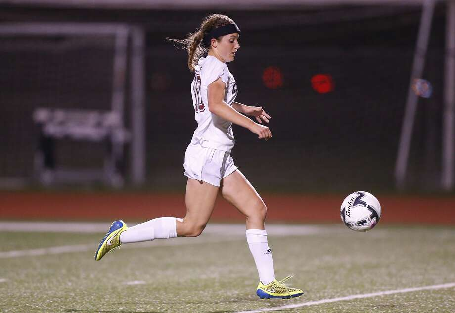 Ali Russell helped lead Cinco Ranch over Brazoswood on Friday. Photo: Diana L. Porter, For The Chronicle / © Diana L. Porter
