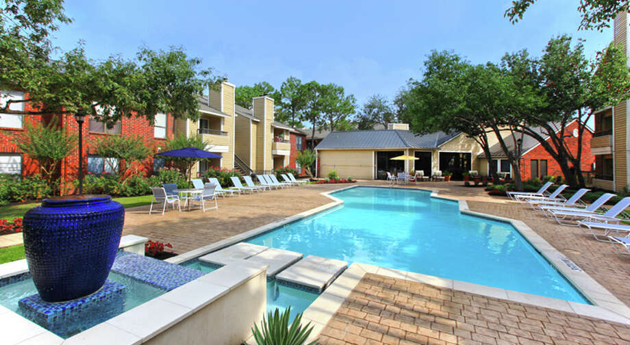 Robbins/Elco Management has purchased the 964-unit Villages of Copperfield at 8740 Point Park Drive in northwest Houston. The Tampa-based investor is buying properties in Houston.