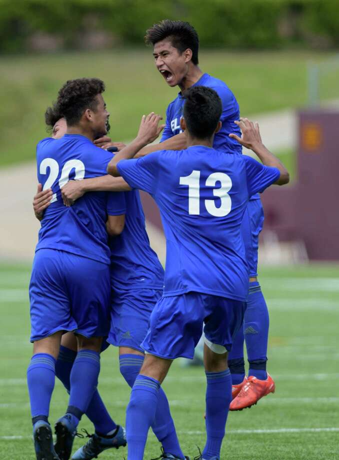 Saul Amaya (20) celebrates with tis teammates after his goal evened the score 1-1 with the Cinco Ranch Cougars in the second half in the 6A Region III Championships on Saturday, April 9, 2016 at Clyde Abshier Stadium in Deer Park Texas. Photo: Wilf Thorne, For The Chronicle / © 2016 Houston Chronicle