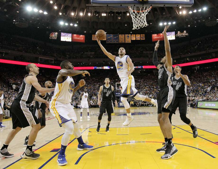 Stephen Curry (30) puts up a shot during the first half as the Golden State Warriors played the San Antonio Spurs at Oracle Arena in Oakland Calif., on Thursday, April 7, 2016. Photo: Carlos Avila Gonzalez, The Chronicle