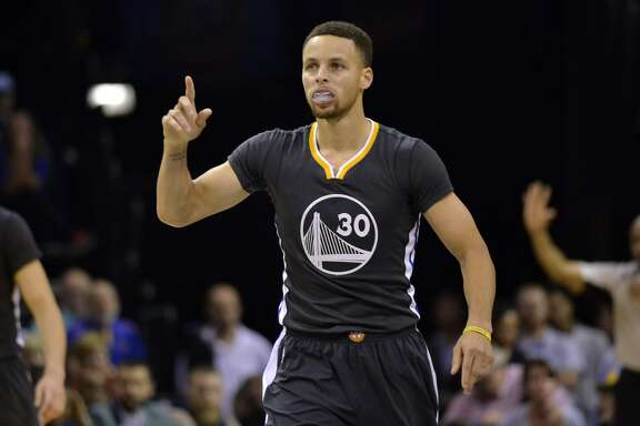 Golden State Warriors guard Stephen Curry (30) reacts in the second half of an NBA basketball game against the Memphis Grizzlies Saturday, April 9, 2016, in Memphis, Tenn. (AP Photo/Brandon Dill)
