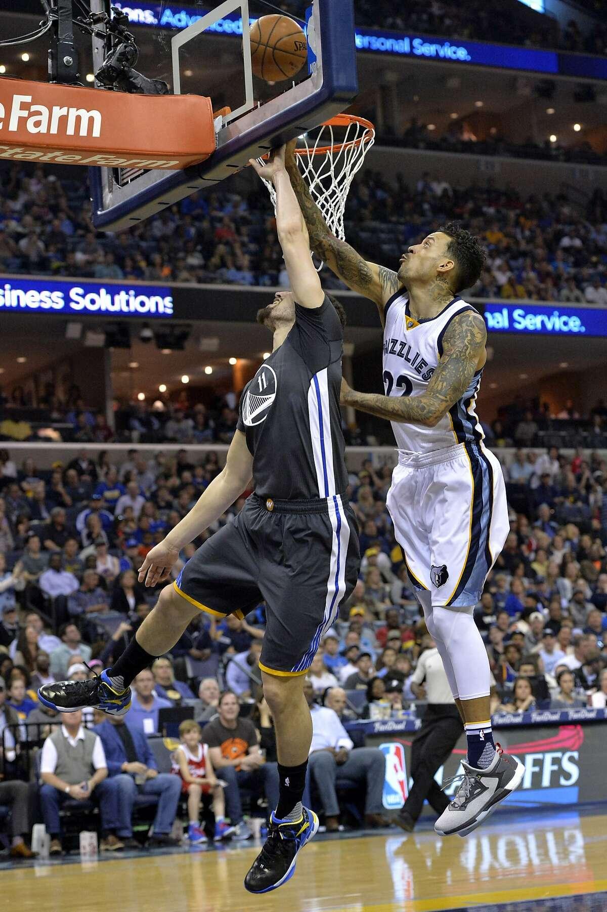 Golden State Warriors guard Klay Thompson (11) shoots against Memphis Grizzlies forward Matt Barnes (22) in the first half of an NBA basketball game Saturday, April 9, 2016, in Memphis, Tenn. (AP Photo/Brandon Dill)