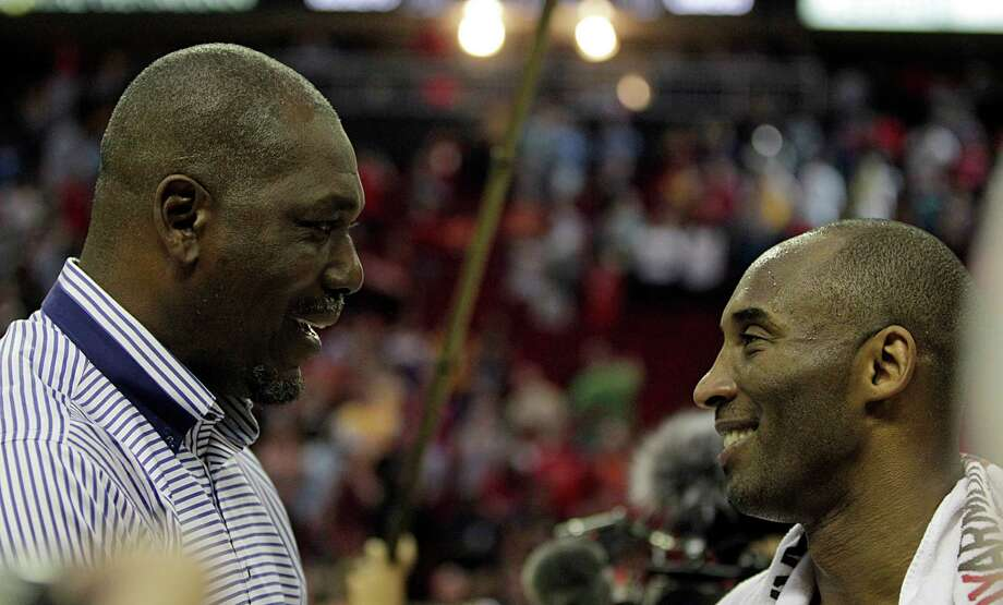 Former Houston Rockets player and NBA Hall of Famer Hakeem Olajuwon left, chats with Los Angeles Lakers forward Kobe Bryant right, at the end Sunday's NBA game at the Toyota Center, April 10, 2016, in Houston. Photo: James Nielsen, Houston Chronicle / © 2016  Houston Chronicle