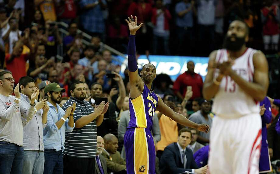 Los Angeles Lakers forward Kobe Bryant center, waves to the crowd as he leaves the game as Houston Rockets guard James Harden right, applauds near the end of the second half of NBA game action at the Toyota Center Sunday, April 10, 2016, in Pearland. ( James Nielsen / Houston Chronicle ) Photo: James Nielsen, Staff / © 2016  Houston Chronicle