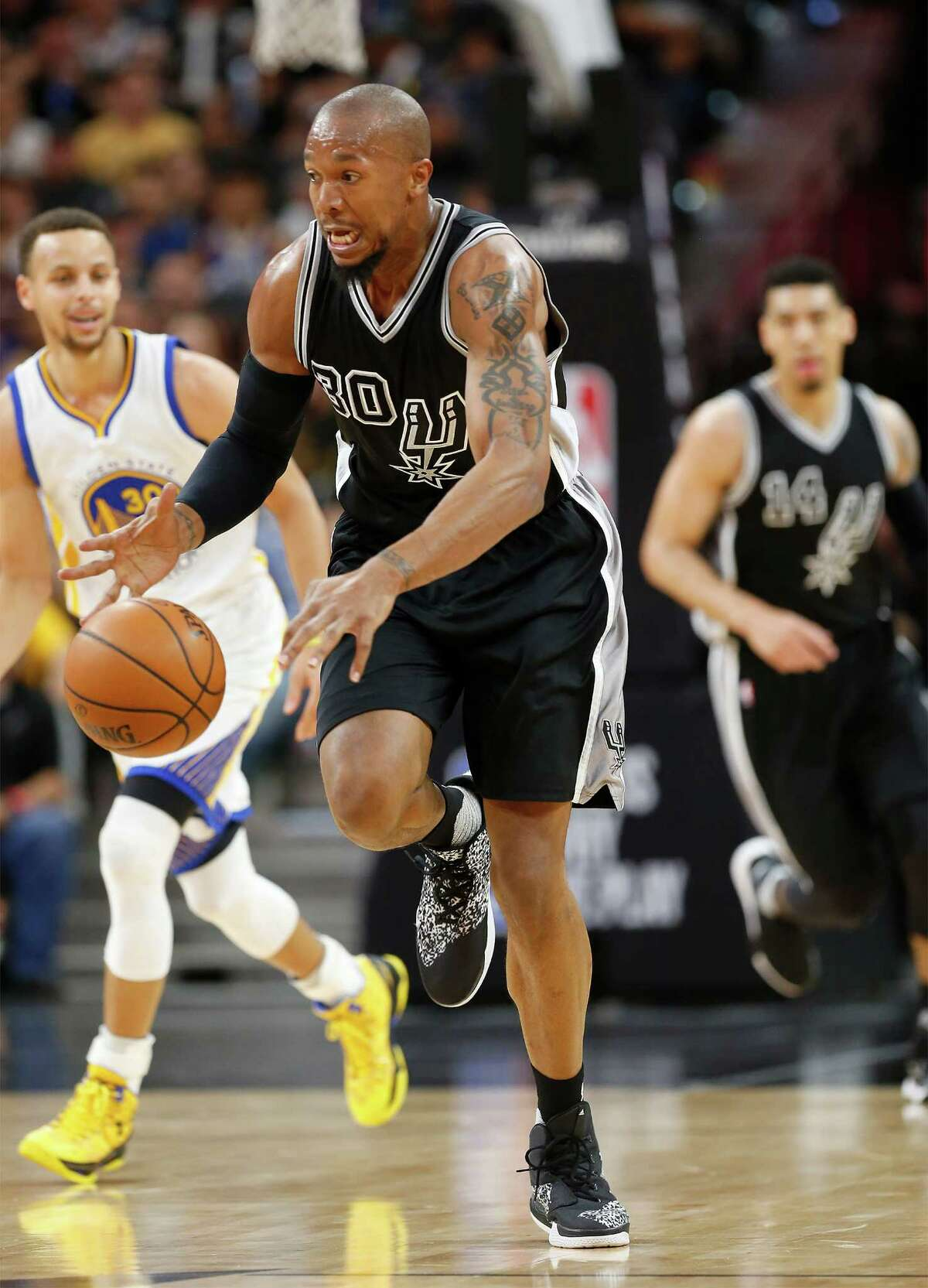 Spurs' David West (30) steals the ball from Golden State Warriors' Stephen Curry (30) at the AT&T Center on Sunday, Apr. 10, 2016. (Kin Man Hui/San Antonio Express-News)