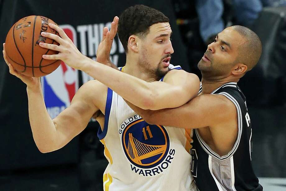 Tony Parker pressures Klay Thompson in the second half as the Spurs host Golden State at the AT&T Center on April 10, 2016. Photo: TOM REEL, STAFF / SAN ANTONIO EXPRESS-NEWS / 2016 SAN ANTONIO EXPRESS-NEWS