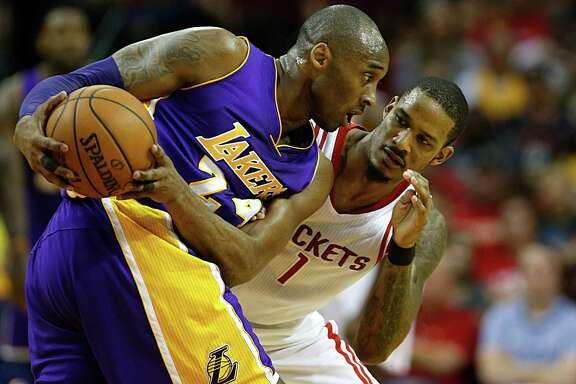 Houston Rockets forward Trevor Ariza right, guards Los Angeles Lakers forward Kobe Bryant left, during the first half of NBA game action at the Toyota Center Sunday, April 10, 2016, in Pearland. ( James Nielsen / Houston Chronicle )