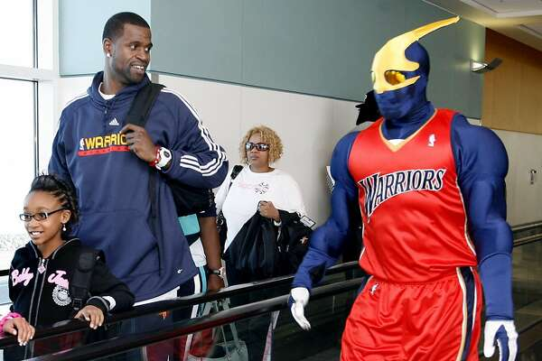 "Stephen Jackson of the Golden State Warriors, along with ""Thunder"" the Warrior mascot,  helps escort  third graders from his hometown of Port Arthur, Texas after they exited a Southwest Airlines flight in Oakland, Calif. on Monday, February 25, 2008."