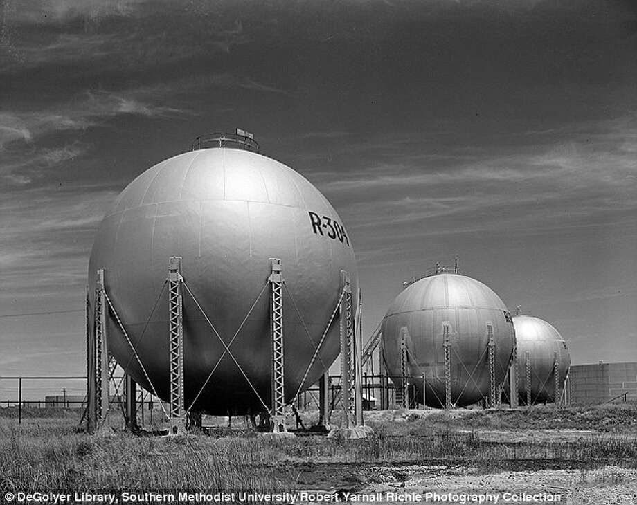 "Shell's ""barrels of gold"" along Texas Highway 225.  Photo: Deer Park Historical Committee"
