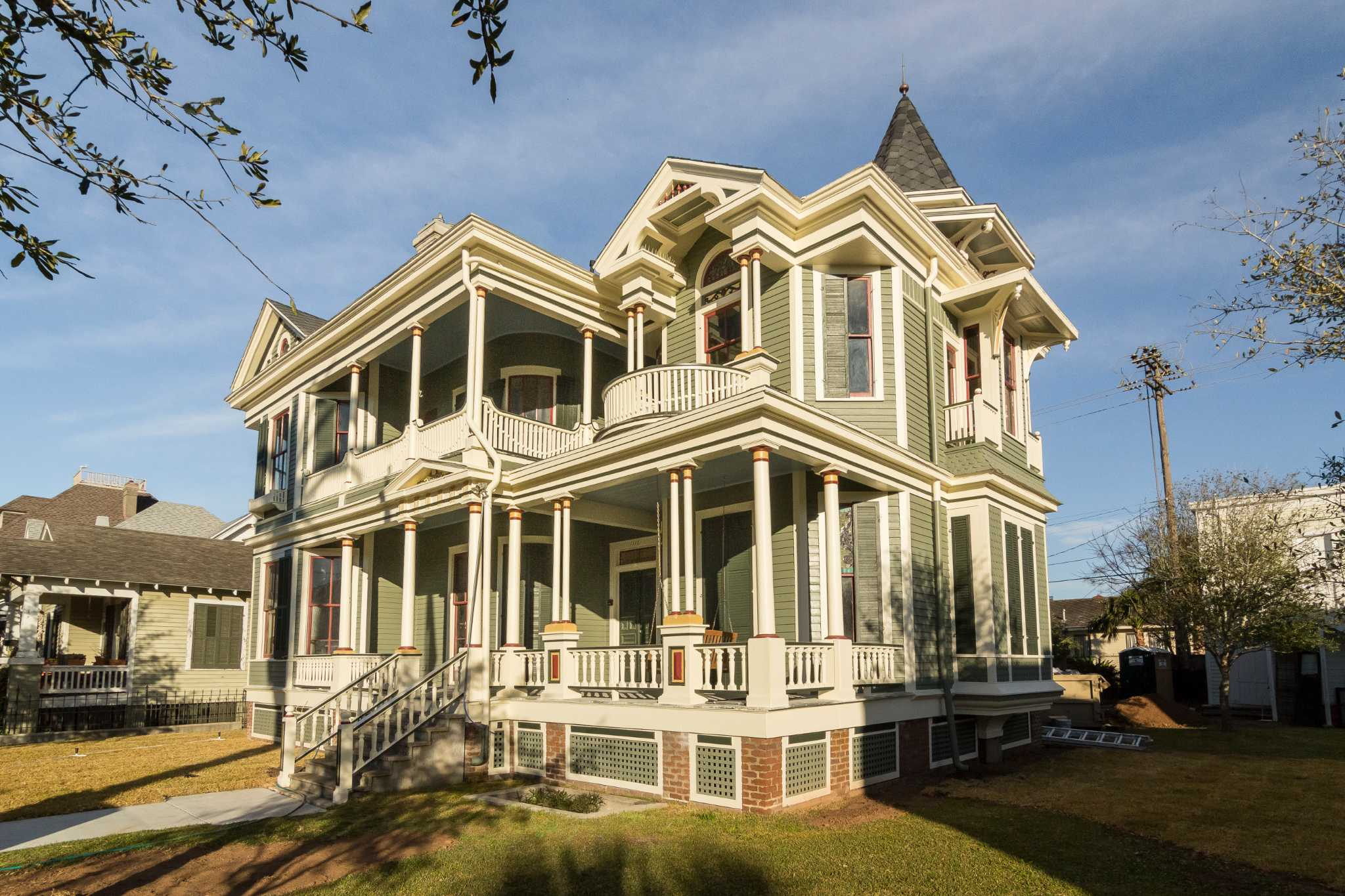 Take a peek inside some of galveston 39 s grandest homes for Victorian colonial homes