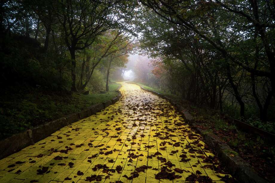 Ohio Based Photographer Johnny Joo Sned Several Otherworldly Photos Of The Land Oz In