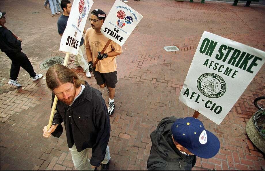 BART train operators and station agents picket during 1997 strike. Photo: JULIE STUPSKER, Associated Press