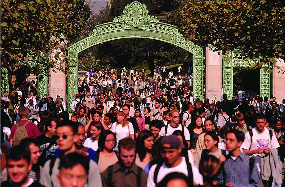 UC admits fewer Californians, more worldwide students