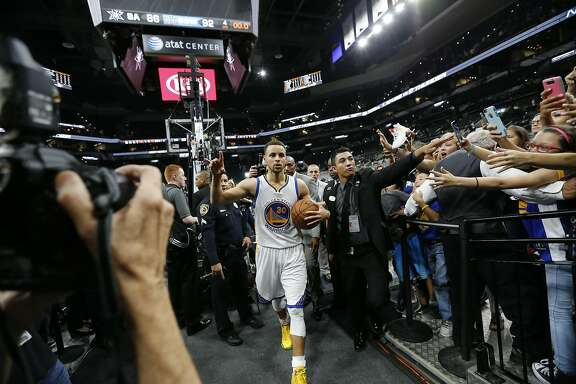 Golden State Warriors' Stephen Curry (30) acknowledges the crowd after they defeated the Spurs at the AT&T Center on Sunday, Apr. 10, 2016. The Warriors defeated the Spurs, 92-86. The Warriors with the victory tied the 1995-96 Chicago Bulls for most wins in an NBA season with 72 victories. (Kin Man Hui/San Antonio Express-News)