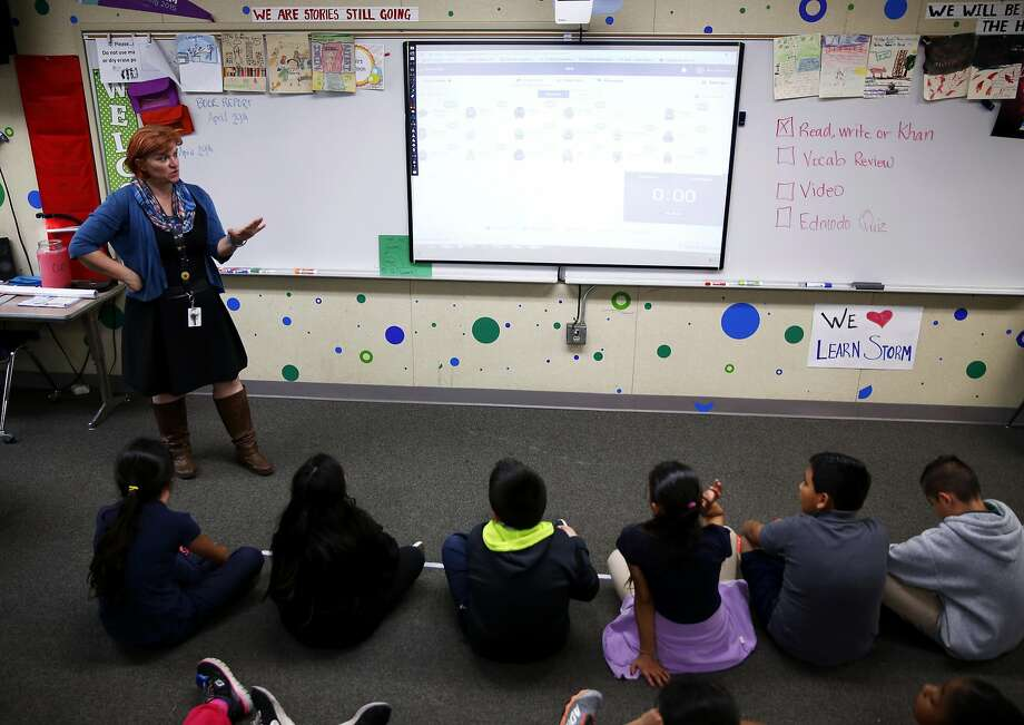 Jen Ellison teaches with help from the ClassDojo software during a fourth- and fifth-grade reading class. Photo: Connor Radnovich, The Chronicle