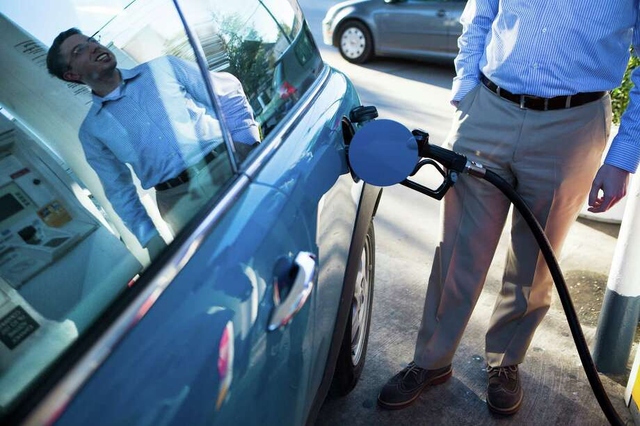 Steven O'Neill pumps gas to his Mini Cooper at the 3803 San Jacinto Street, Tuesday, Nov. 25, 2014, in Houston. O'Neill paid $3.15 a gallon for gas at the Shell gas station on San Jacinto. ( Marie D. De Jesus / Houston Chronicle ) Photo: Marie D. De Jesus, Staff / © 2014 Houston Chronicle