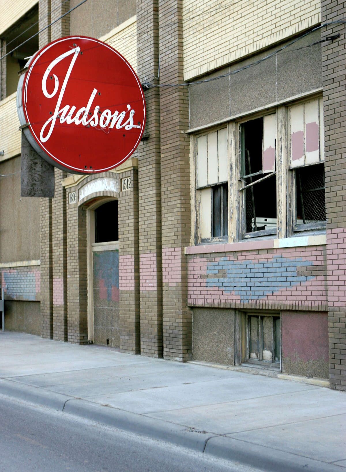 In 2007, developer Phillip Allen renovated the Judson Candy Factory building into lofts.