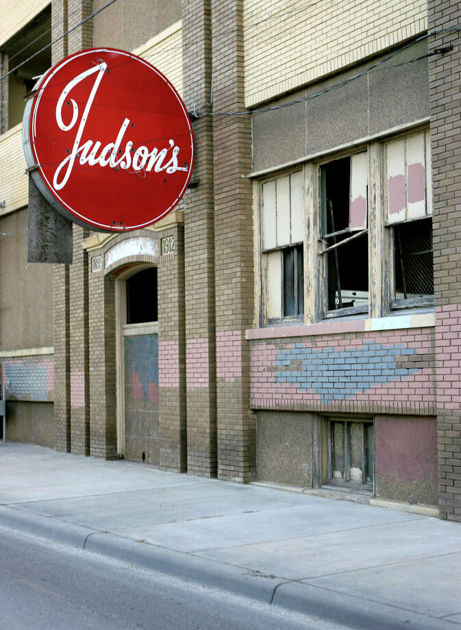 In 2007, developer Phillip Allen renovated the Judson Candy Factory building into lofts. Photo: WILLIAM LUTHER /SAN ANTONIO EXPRESS-NEWS / SAN ANTONIO EXPRESS-NEWS