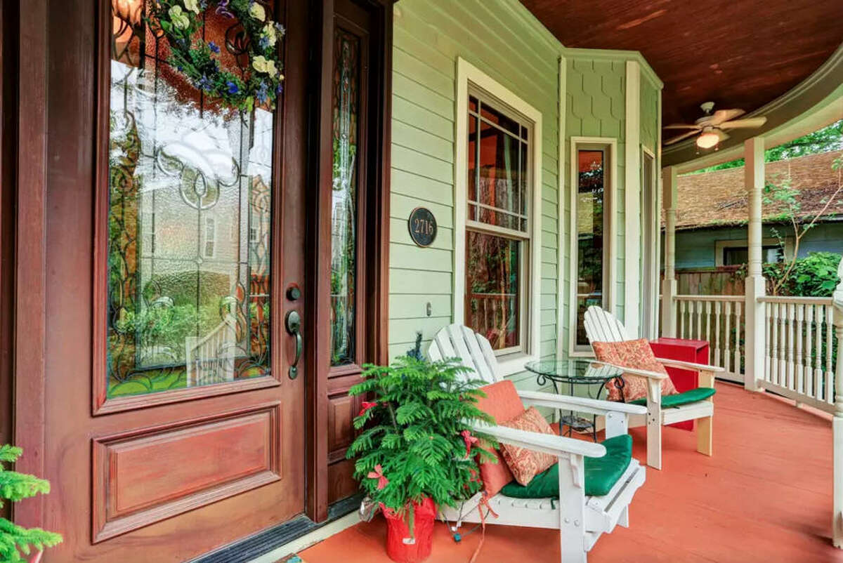Stunning Spacious Victorian Price:$260/night Bedroom:3 Bathroom:3.5 Number of Guests:6