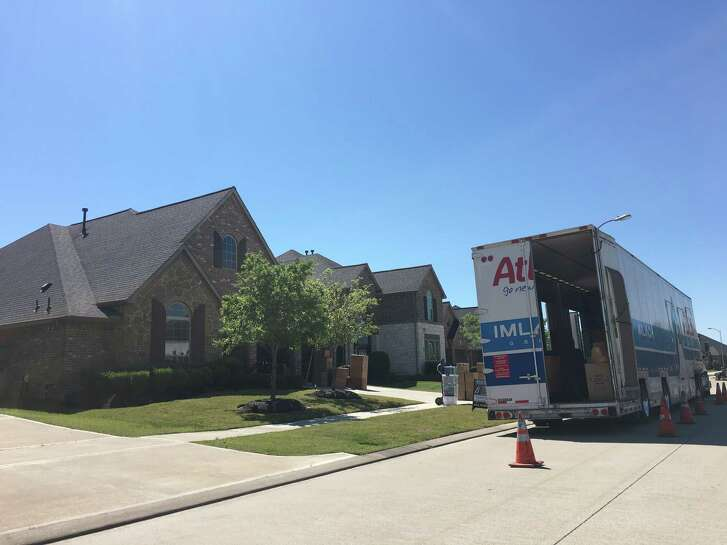 Movers in front of a house in Cross Creek Ranch