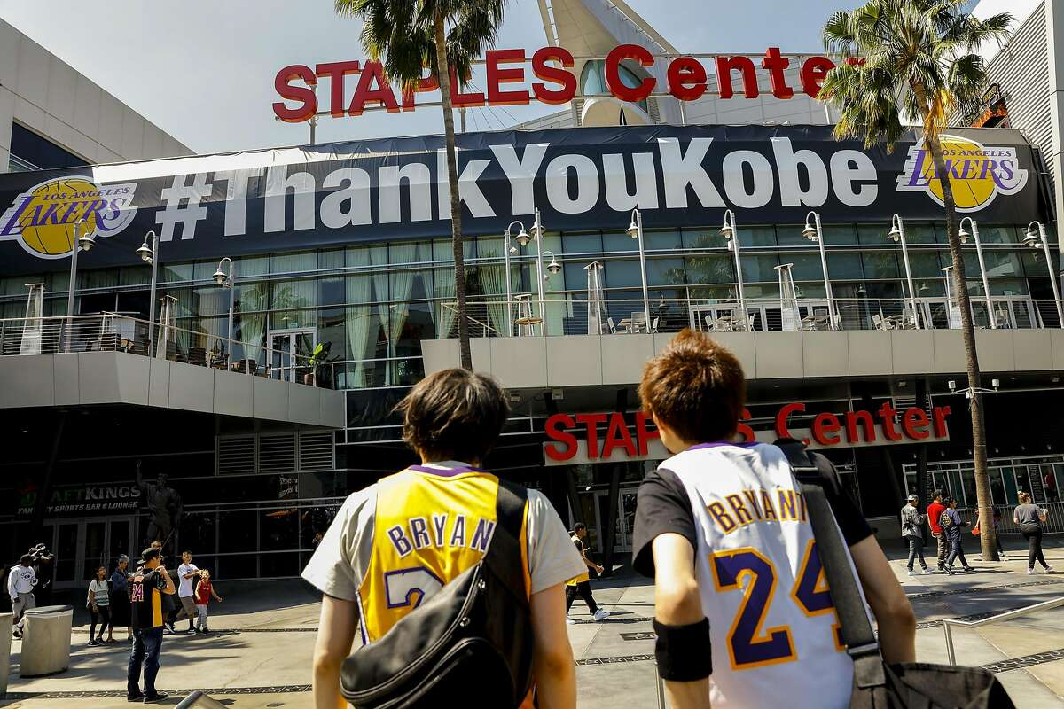 Los Angeles Lakers fans gather outside Staples Center in Los Angeles on Wednesday, April 13, 2016, as the Lakers prepare to play host to the Utah Jazz in Kobe Bryant's final game. (Jay L. Clendenin/Los Angeles Times/TNS)