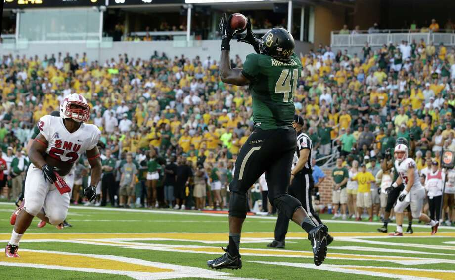 Baylor tight end Tre'Von Armstead (41) catches a touchdown in front of SMU linebacker Cameron Nwosu (52) during the first half of an NCAA college football game Sunday, Aug. 31, 2014, in Waco, Texas. (AP Photo/LM Otero) Photo: LM Otero, STF / AP