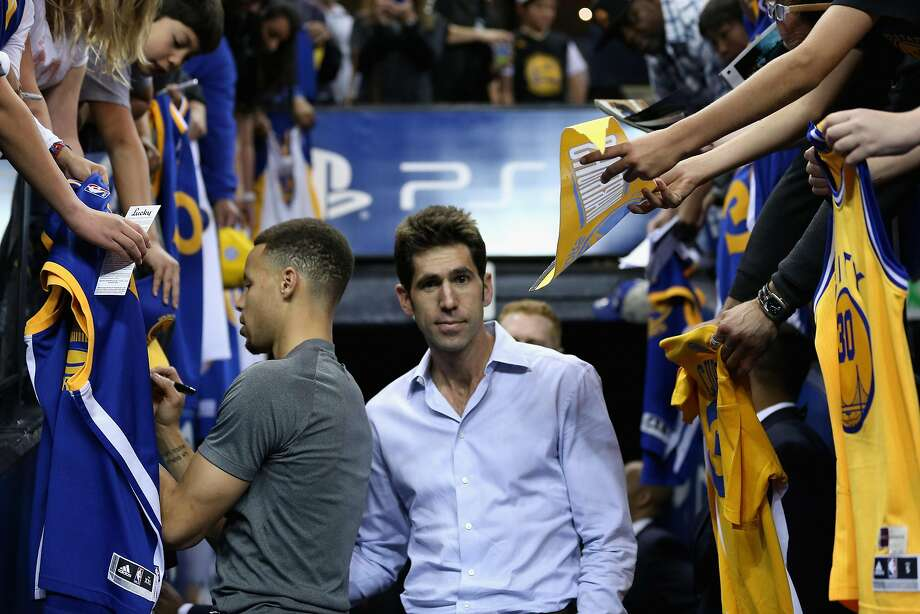 OAKLAND, CA - APRIL 01: Golden State Warriors general manager Bob Myers walks past Stephen Curry. Photo: Ezra Shaw, Getty Images